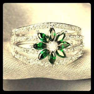 Jewelry - Artisan 14KT Gold Natural Emerald & Topaz Ring